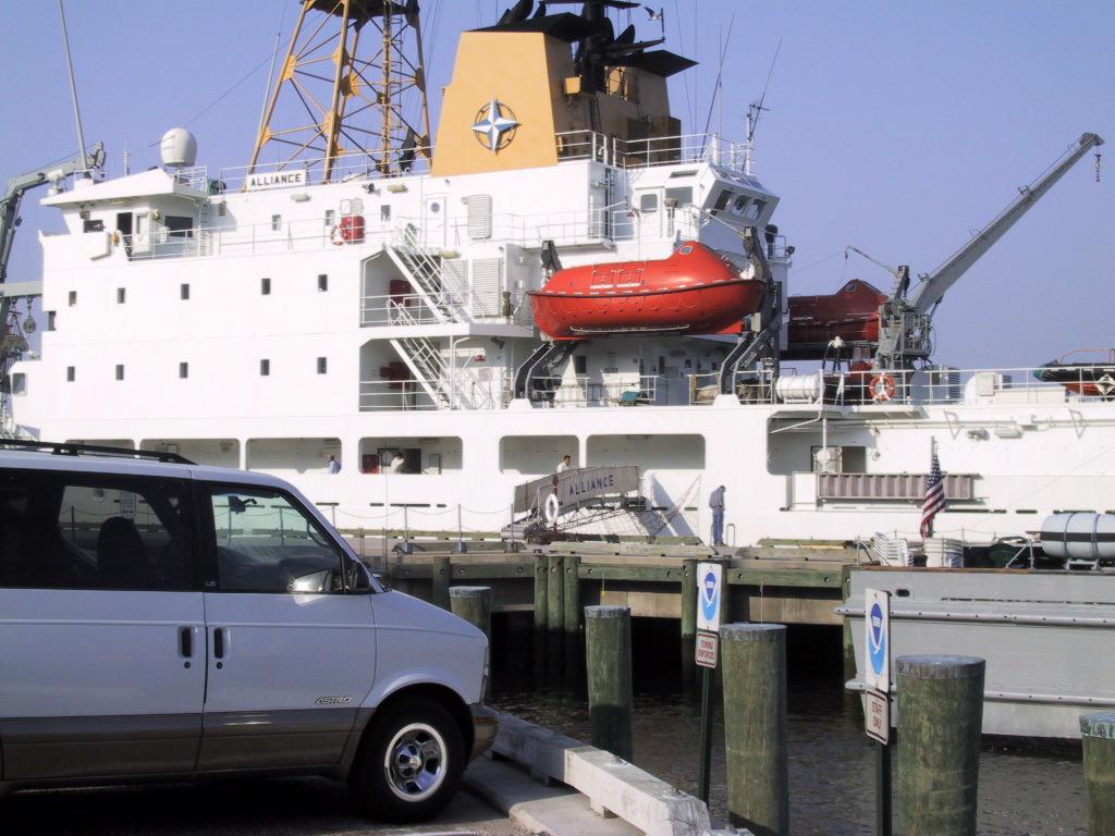 0960 - Norfolk USA Aliiance al molo 10-05-2001.JPG